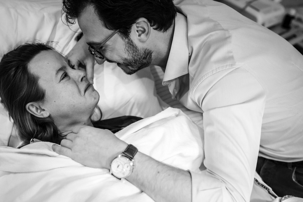 bevalling-fotograaf-bij-bevalling-geboortefotograaf-limburg-geboortereportage-birth-birthstory-geboorteverhaal