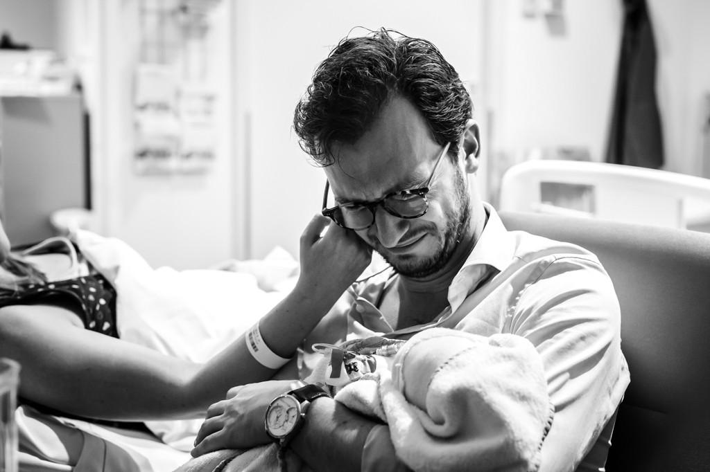 bevalling-fotograaf-bij-bevalling-geboortefotograaf-limburg-geboortereportage-birth-birthstory-geboorteverhaal-verloskunde