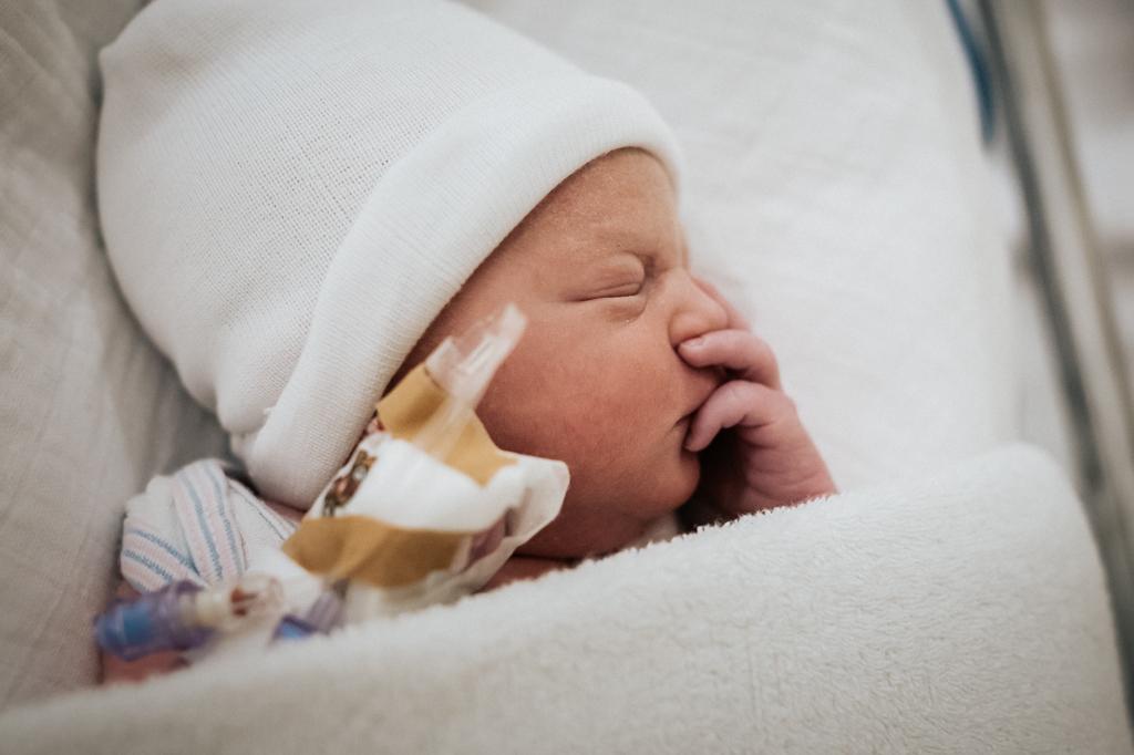pure-life-geboortefotografie-bevalling-fotograaf-bij-bevalling-geboortefotograaf-limburg-geboortereportage-birth-birthstory-geboorteverhaal