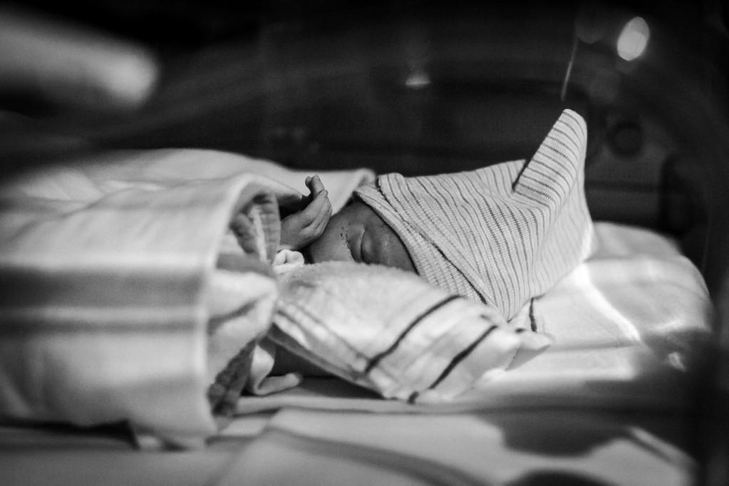 nicu-prematuur-klein-vechtertje-baby-meisje-pure-life-geboortefotografie