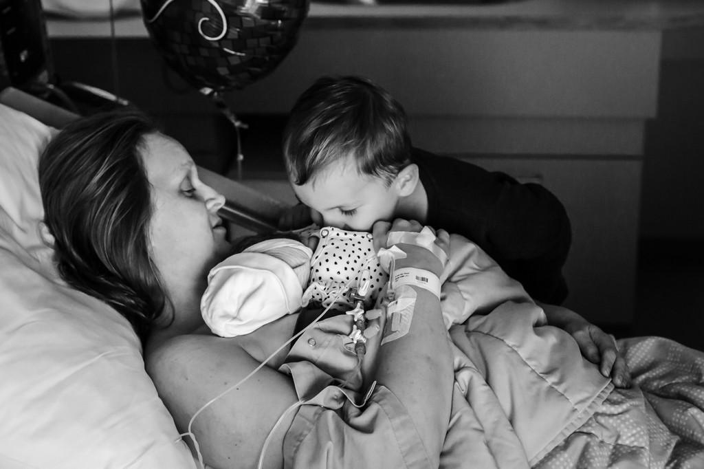 otograaf-bij-keizersnede-pure-life-geboortefotografie-zuyderland-geboortecentrum-geboortereportage-bij-keizersnede