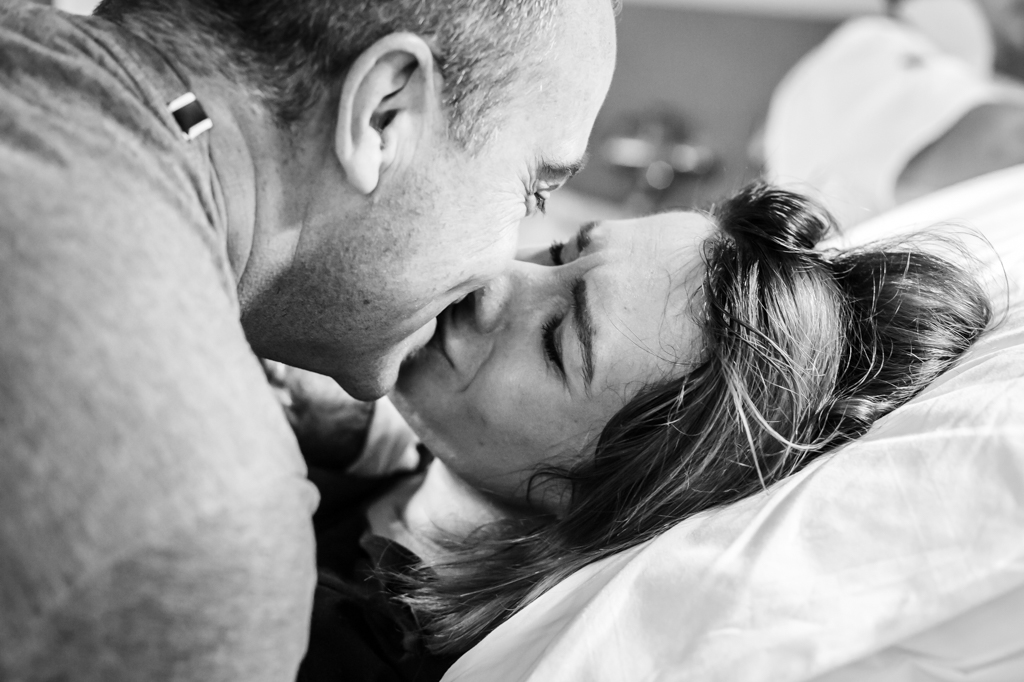 bevallen-bevalling-geboorte-geboortefotograaf-geboortefotografie-pure-life-geboortefotografie-zuyderland-geboortecentrum