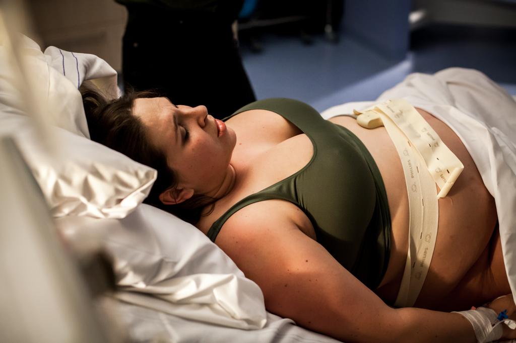 verloskundige-bevalling-bevallen-geboorte-pure-life-geboortefotografie-geboortefotograaf-tilburg