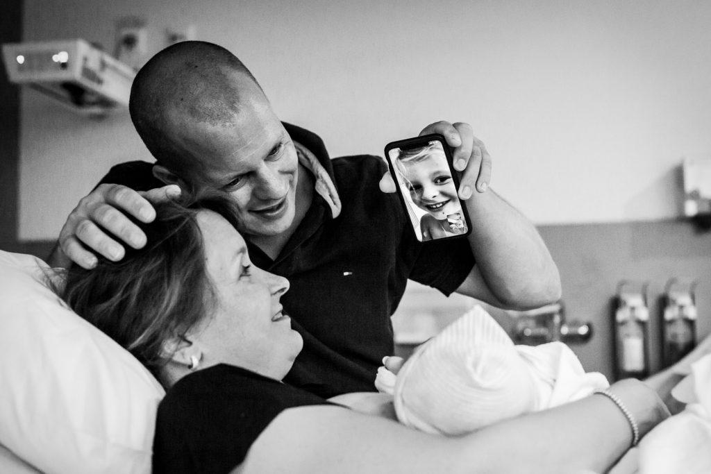 geboortefotograaf-limburg-geboortefotograaf-zuid-limburg-geboortereportage-ziekenhuisbevalling-pure-life-geboortefotografie