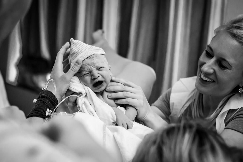 pure-life-geboortefotografie-bevalling-fotograaf-bij-bevalling-professioneel-geboortefotograaf