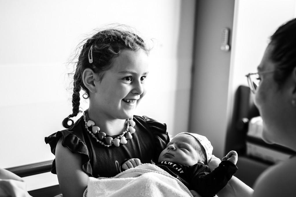 geboortefotografie-geboortefotograaf-pure-life-geboortefotografie-natuurlijke-eerste-ontmoeting
