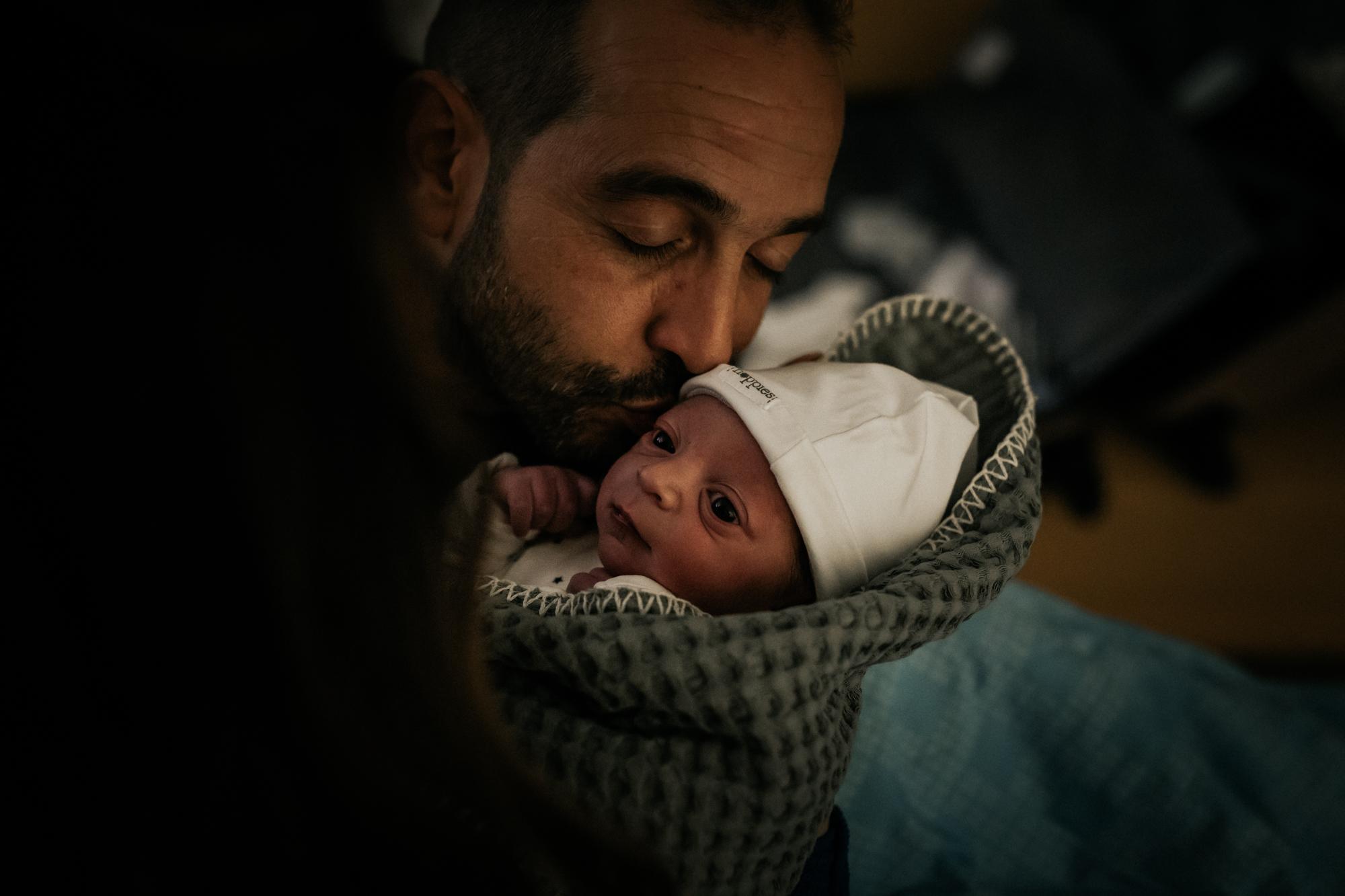 Vader en Liyem - Pure Life Geboortefotografie